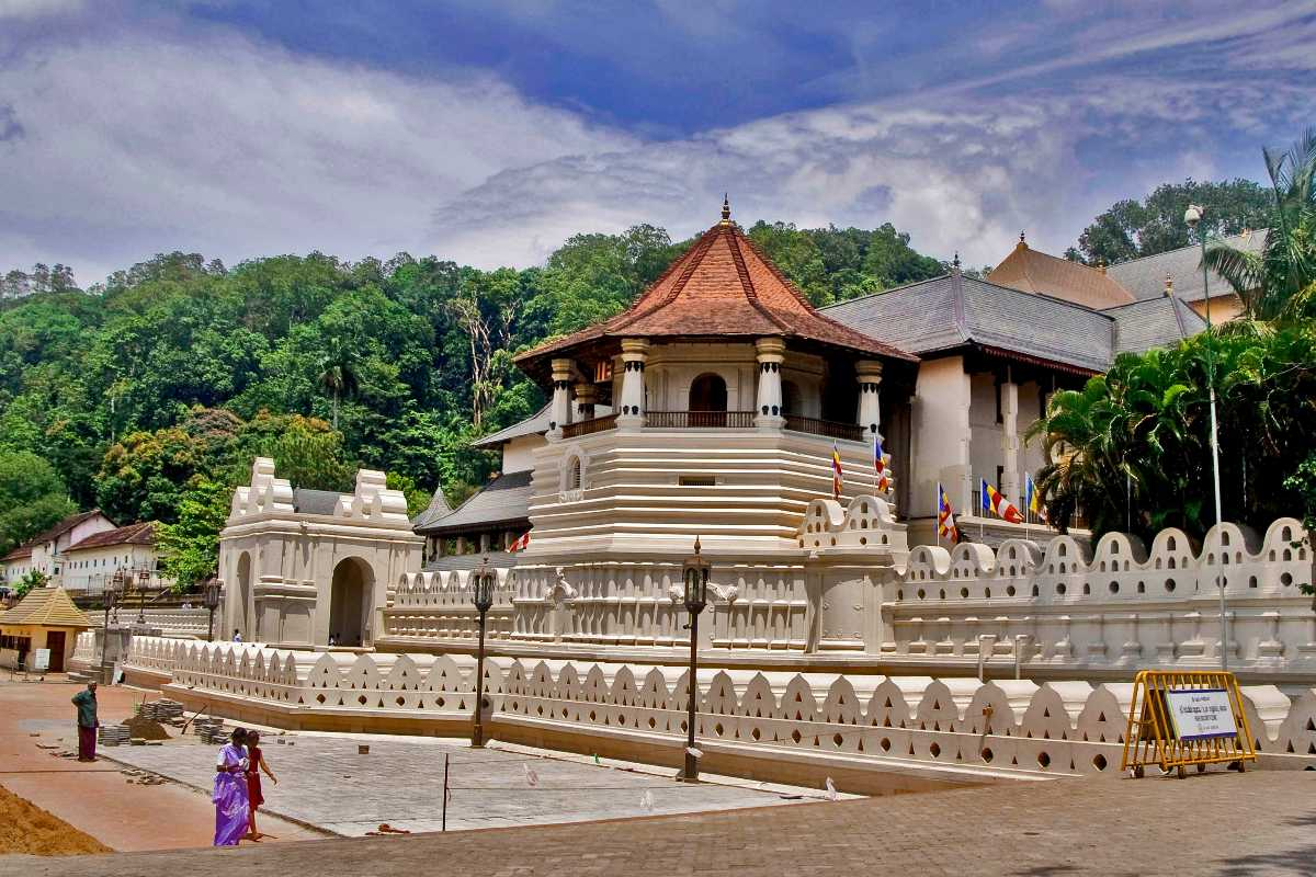 Temple of the Sacred Tooth, Mystical Places in Asia