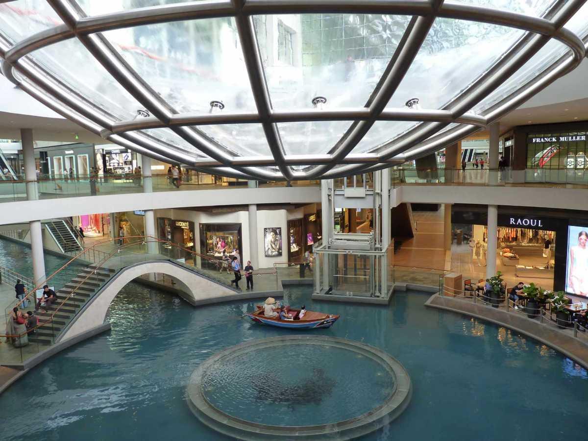 Marina Bay Sands, Shopping in Singapore