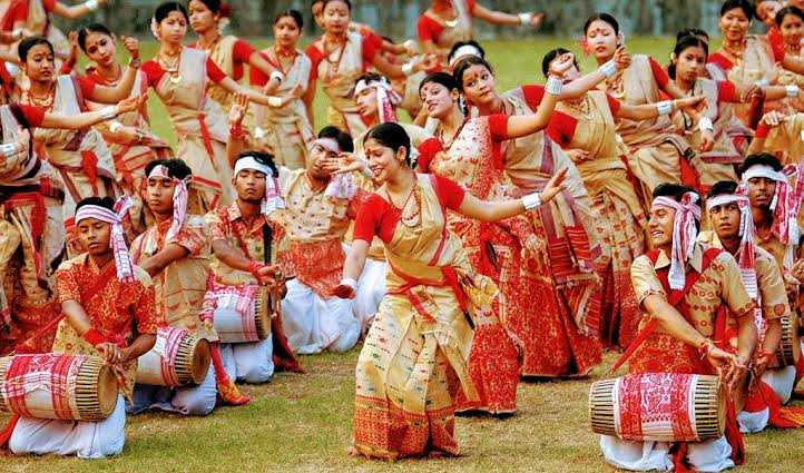 Folk festivals for schools and playgrounds - folk dances and melodies