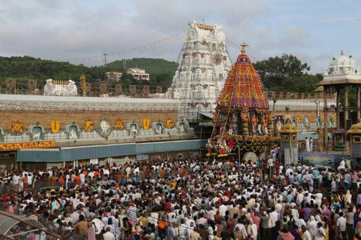 Crowd, Tirumala Tirupati Balaji Booking for Darshan