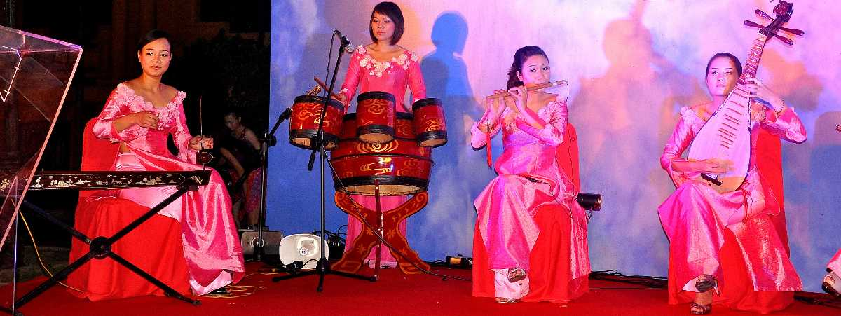 live performance in hanoi