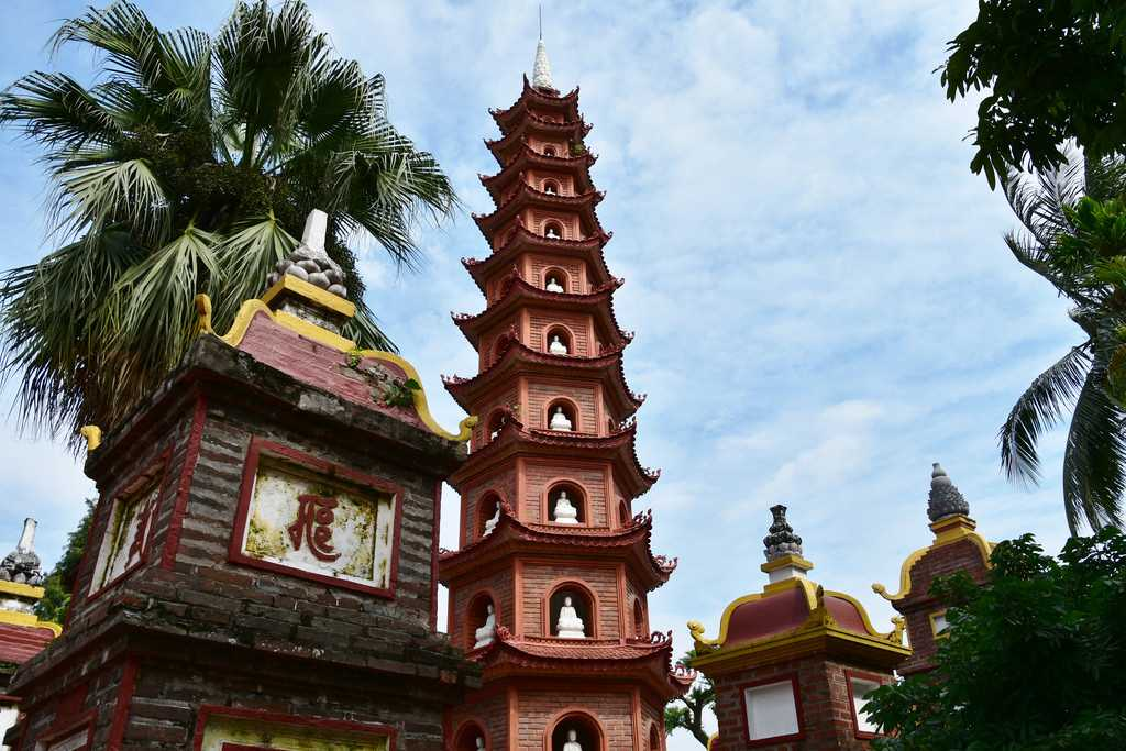 Free Things to Do in Hanoi, Tran Quoc Buddhist Pagoda
