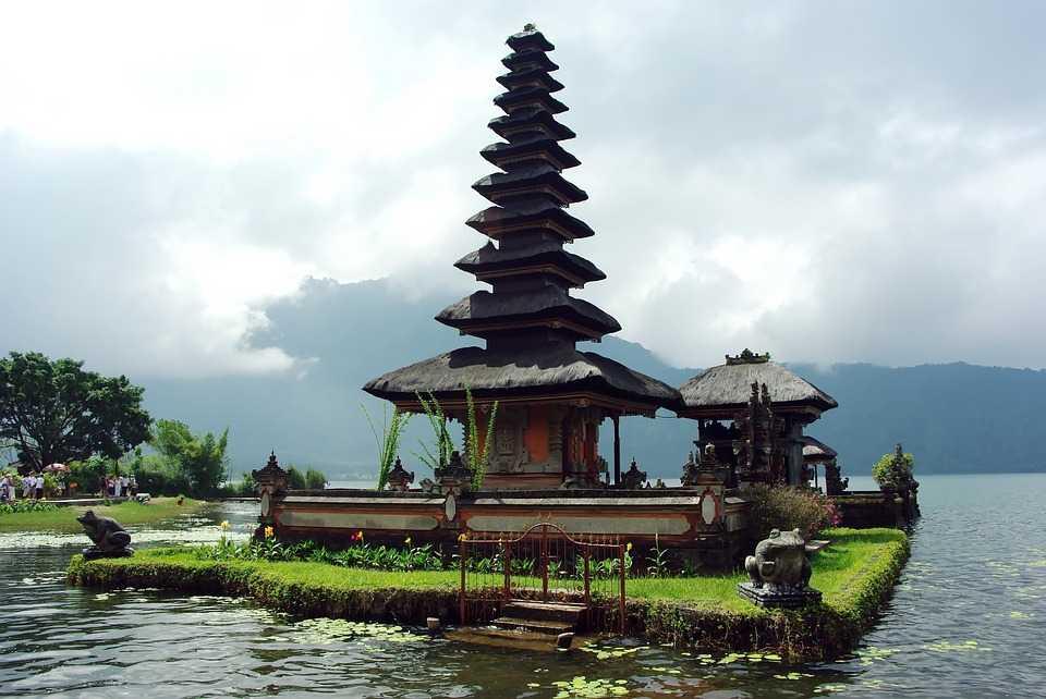 Honeymoon in Bali, Pura Ulun Danu Bratan