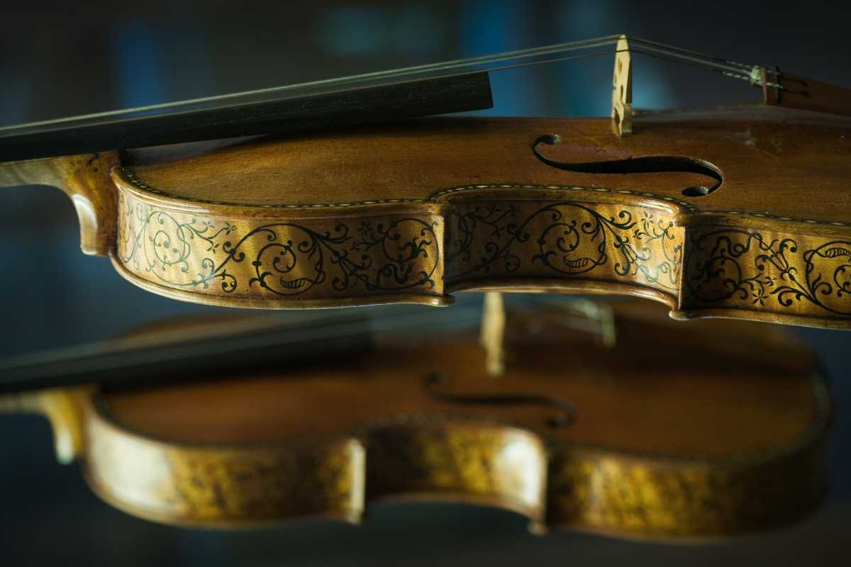 2 violins, historical instruments collections