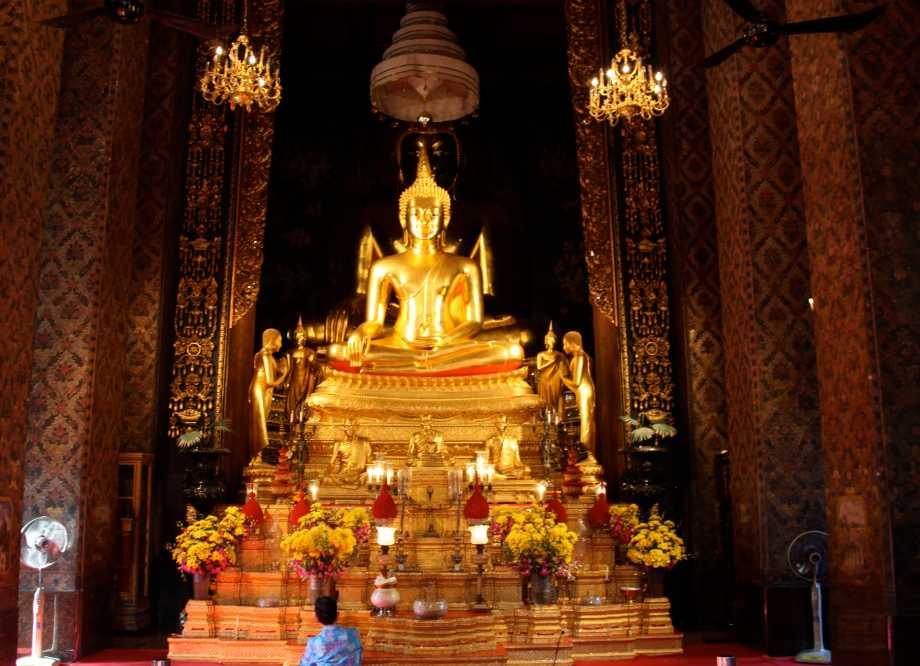 Buddha Statue at Wat Bowonniwet Vihara