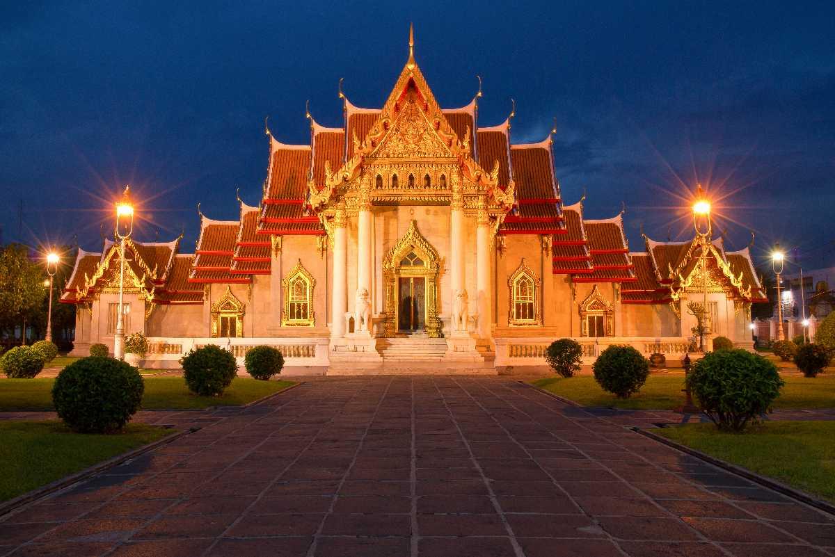 Wat Benchamabophit at Twilight