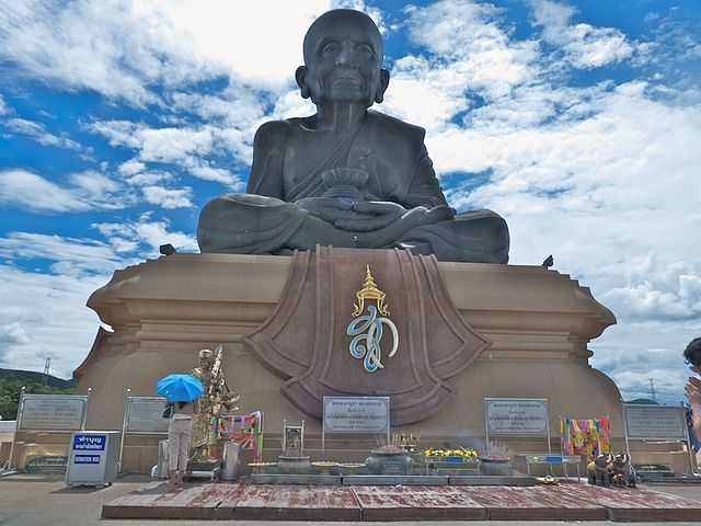 Giant Luang Phor Thuad Statue