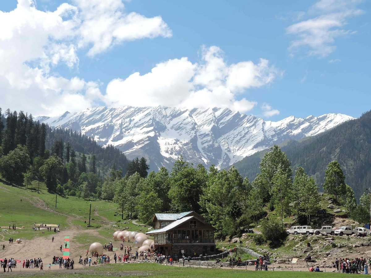 Solang  valley, camping in valley