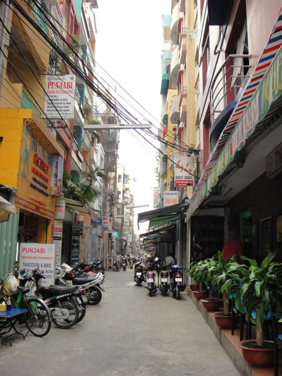 Alley of Pham Ngu Lao Street, Loaded With Affordable Hotels