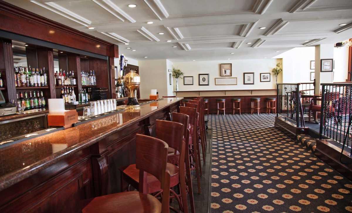 John Barry Bar, Nightlife in Muscat