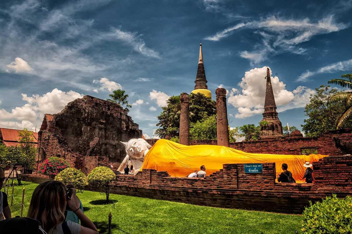 Lying Buddha Statue at Wat Yai Chai Mongkhon