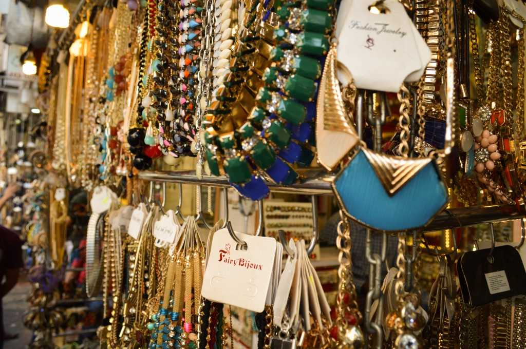 Junk jewellery at Colaba Causeway Market, Shopping in Mumbai