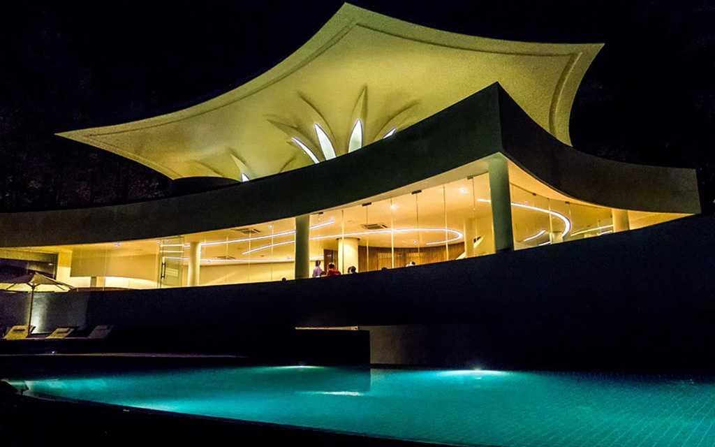 Infinity pool at Java Rain Resort