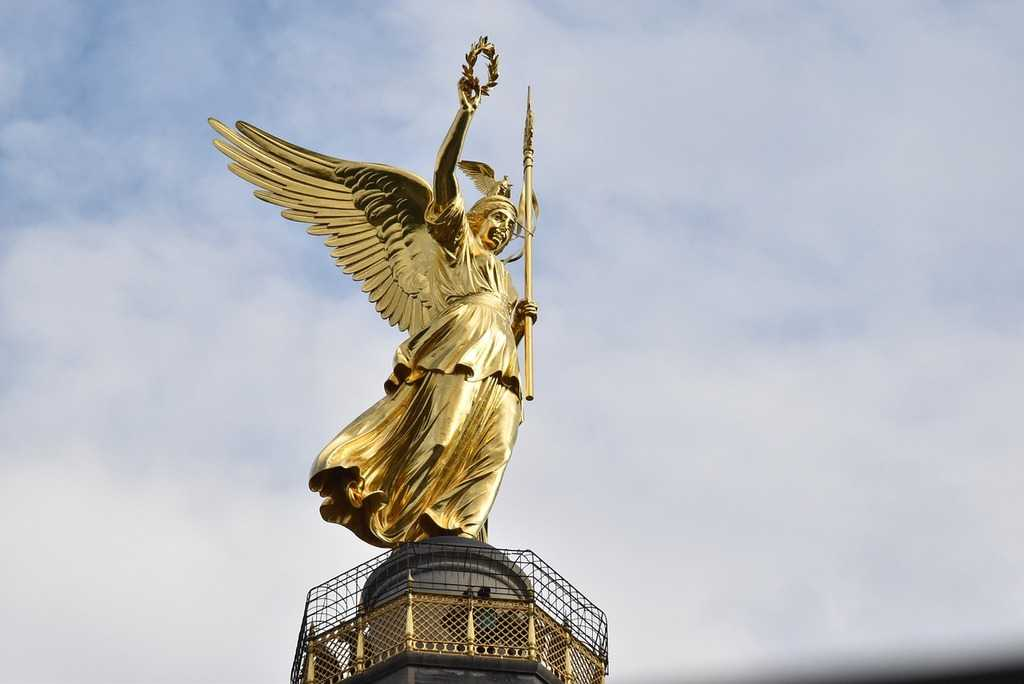 Sculpture of Victoria at the Victory Column