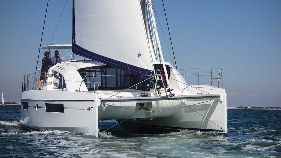 Catamaran, Commuting within Praslin Island