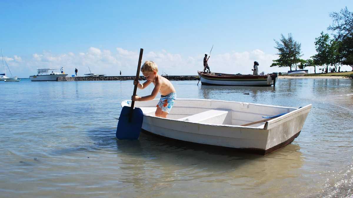 Child paddling in Mauritius, Mauritius vs Seychelles