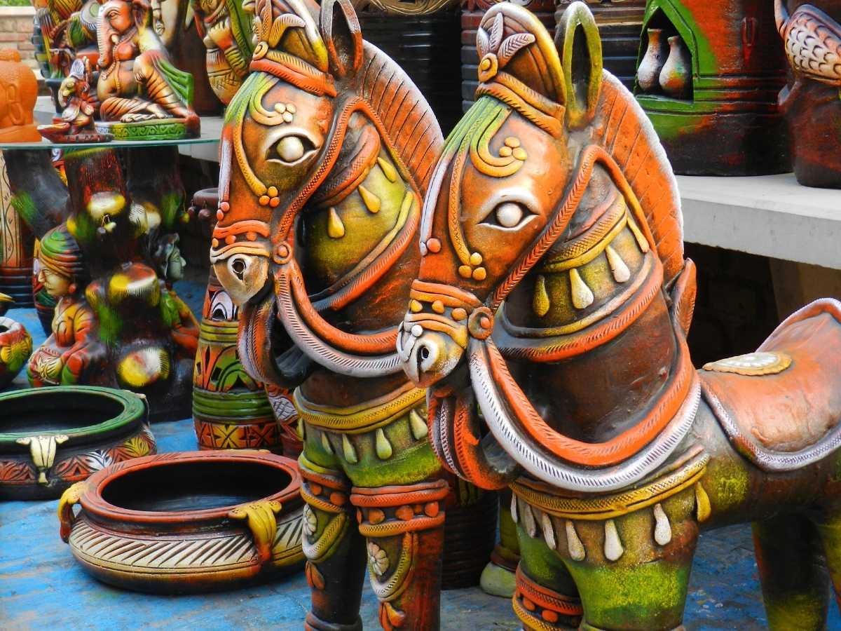 kashmir government arts, Shopping in Srinagar