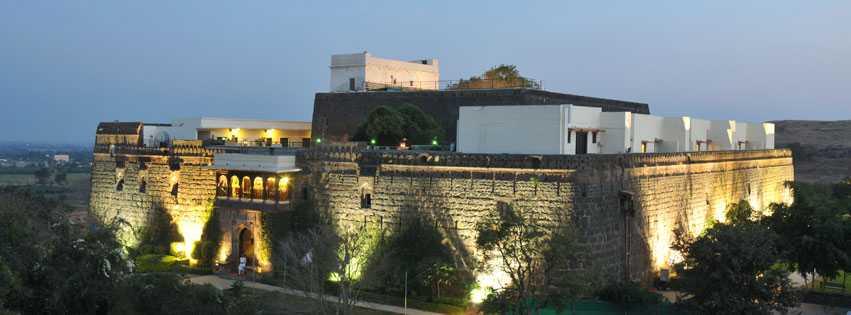 Fort Jadhavgadh, Resorts near Pune