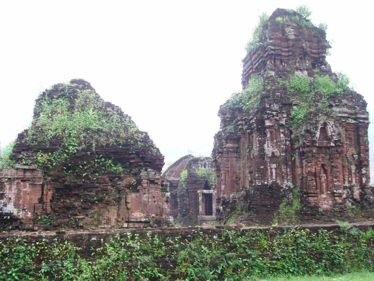 Ruins of my son in Vietnam, Religions in Vietnam