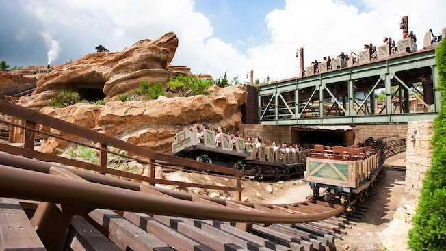 Big Grizzly Mountain Runaway Mine Car at Hong Kong Disneyland