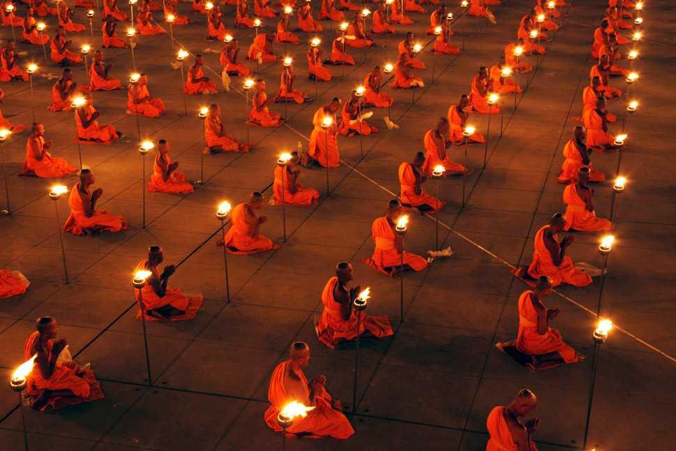 Makha Bucha day, candlelight prayer