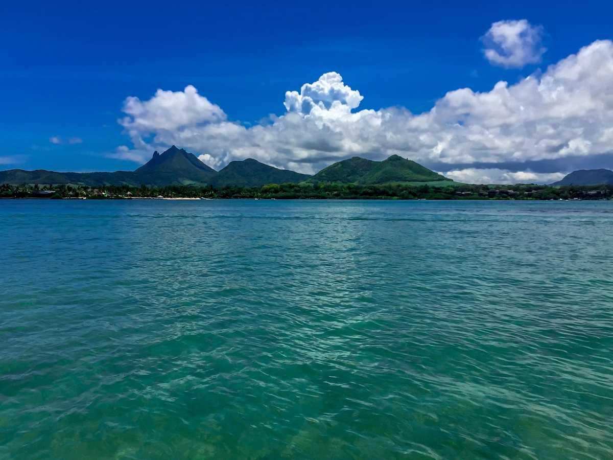 Catamaran cruise to Ile aux Cerfs, Mauritius Cruise