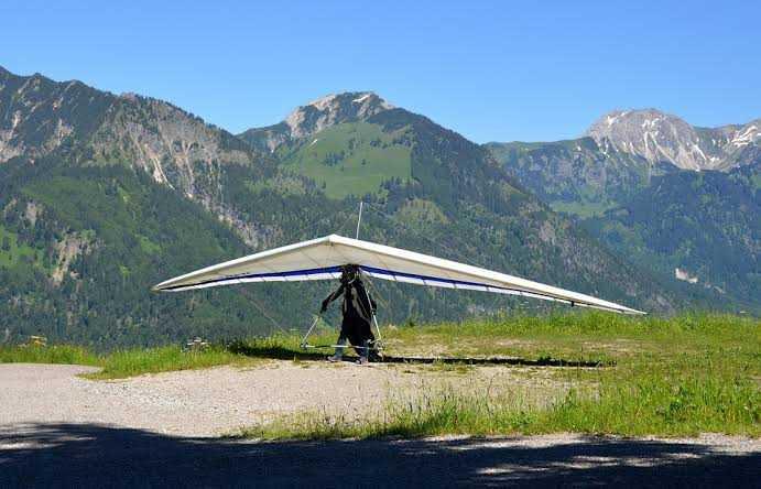 Hang-gliding in Dharamkot, Dharamshala, Himachal Pradesh