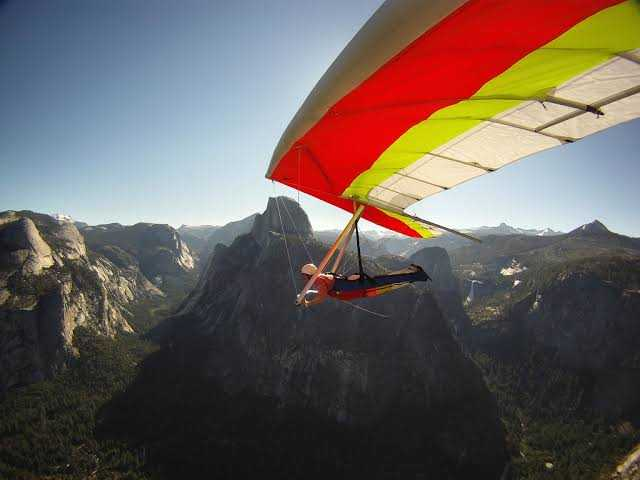 Hang-gliding in Yumthang, Sikkim