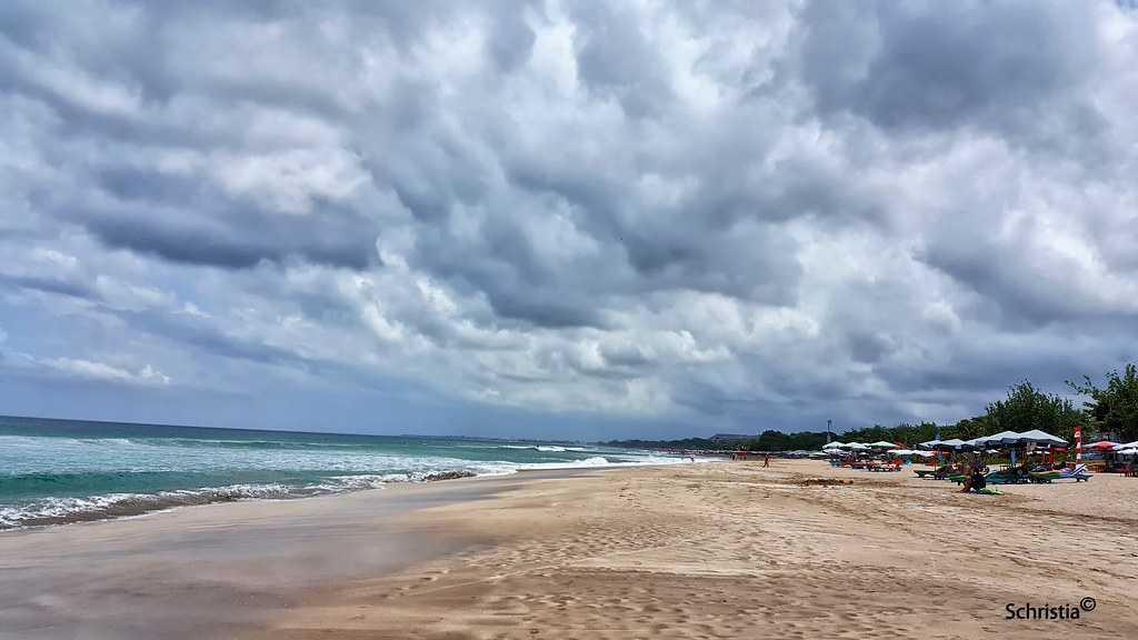 Legian Beach, Kitesurfing in Bali