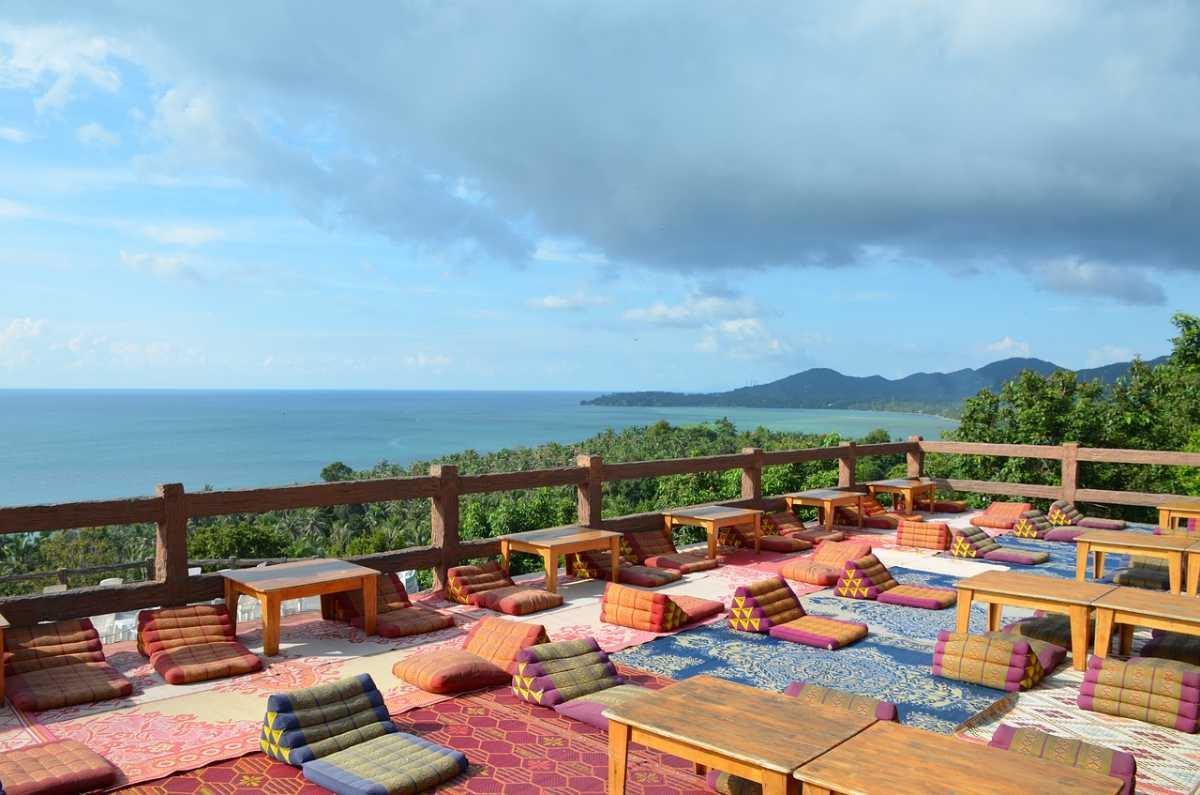 Bars and lounges in Koh Phangan, Nightlife in Koh Phangan