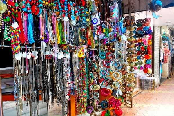 Trinkets at Lokhandwala Market, Shopping at Mumbai