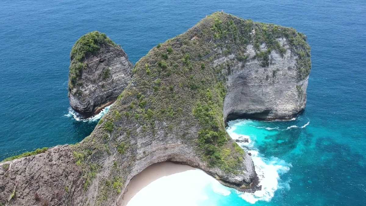 Kelingking in Nusa Penida Looks Like a T-Rex