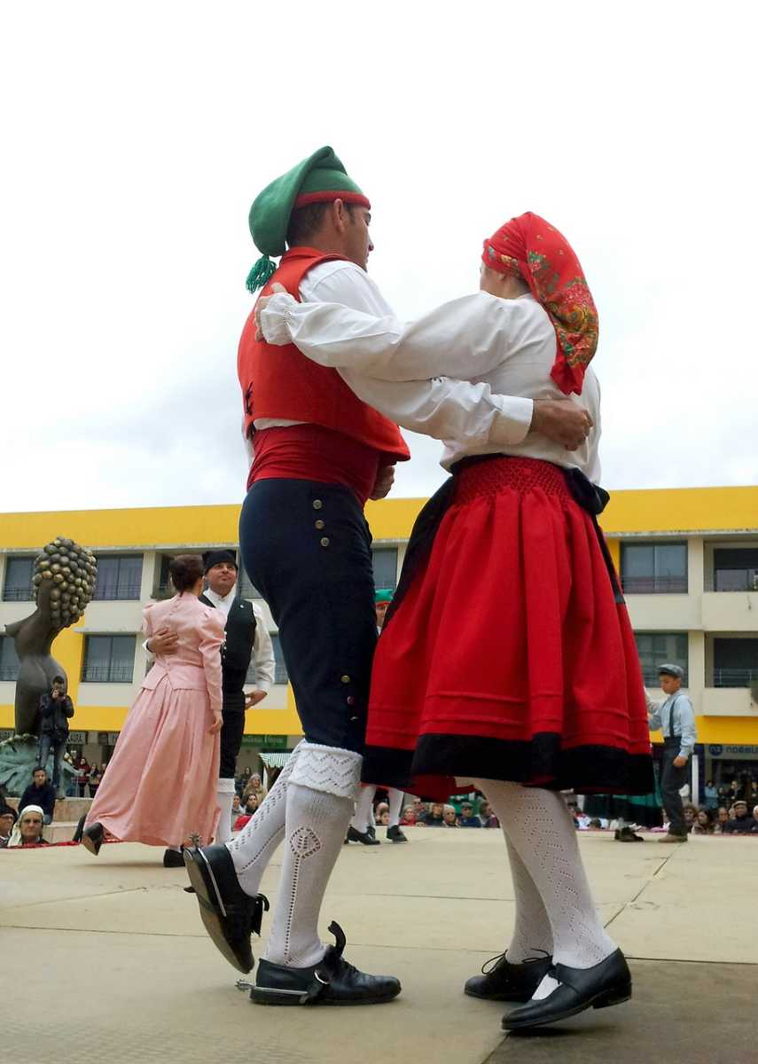 Traditional  Portuguese Dresses, Traditional dress of Malaysia