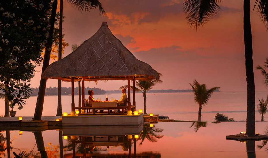 Honeymoon in Bali, Romantic Date by Sunset