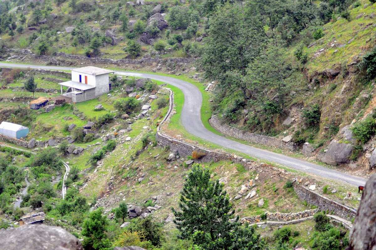 Road to Munsiyari
