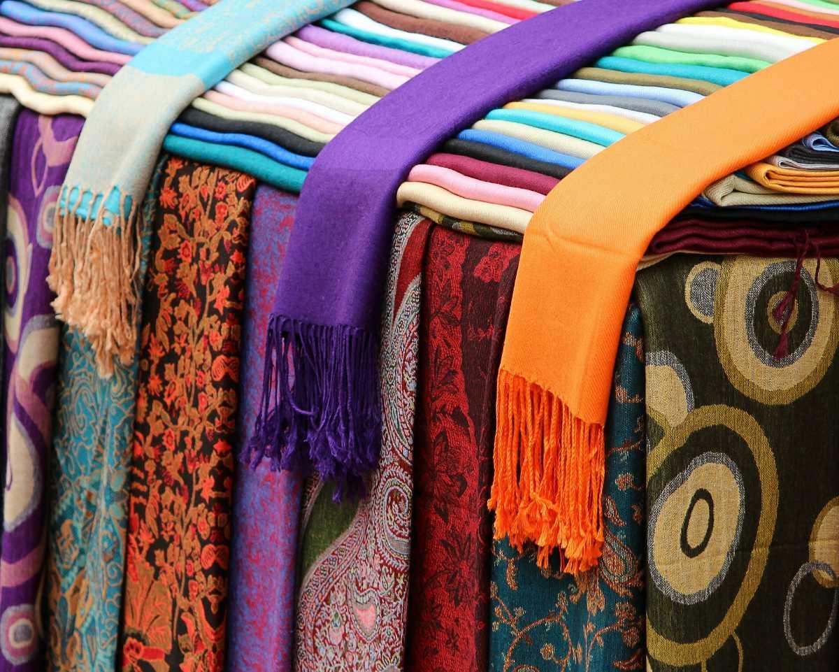 fair deal shopping, Shopping at Srinagar