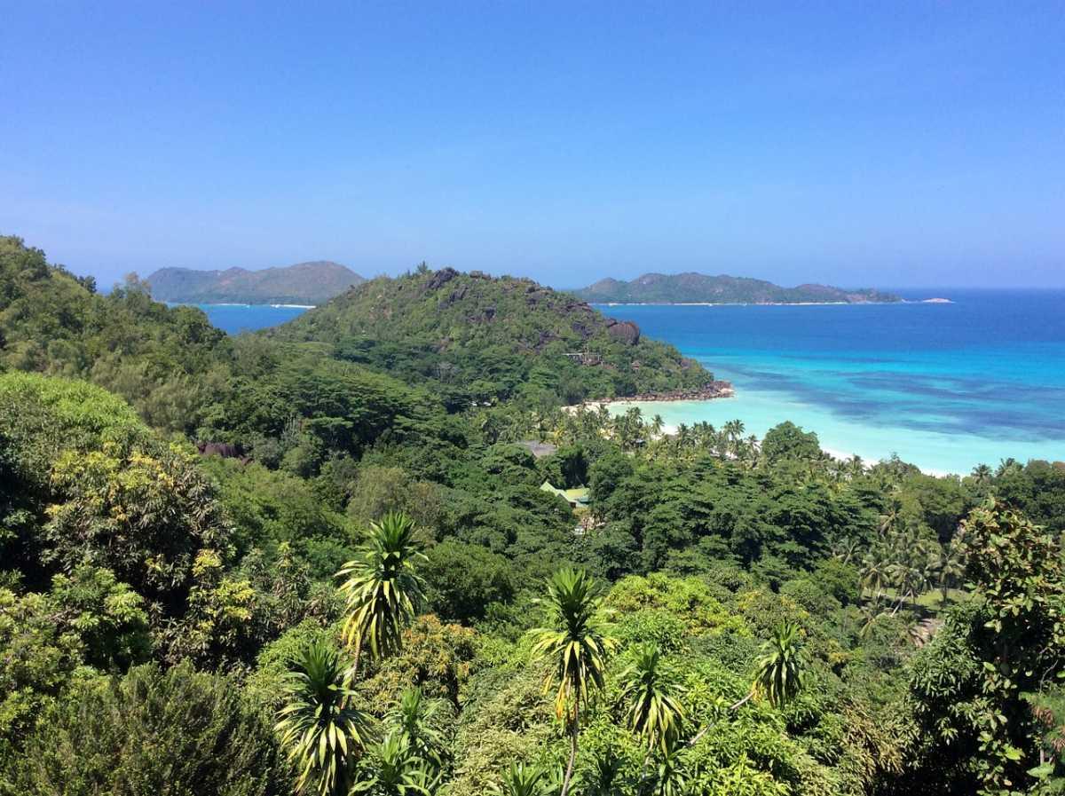 Natural beauty of Seychelles, Mauritius vs Seychelles