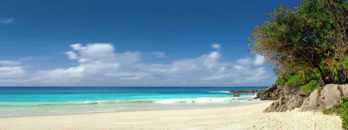 A beach in Seychelles, Mauritius vs Seychelles