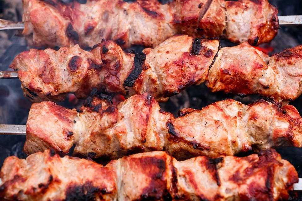 Chicken kebabs at Pandara market