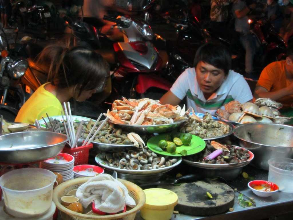 Su Vanh Han Street, Street Food in Ho Chi Minh City