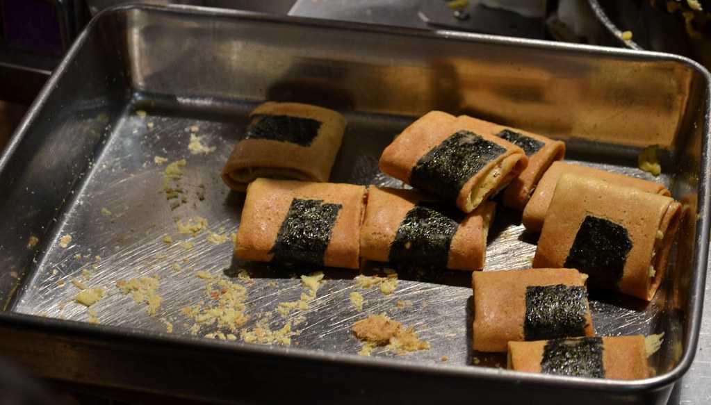 Seaweed pork floss rolls