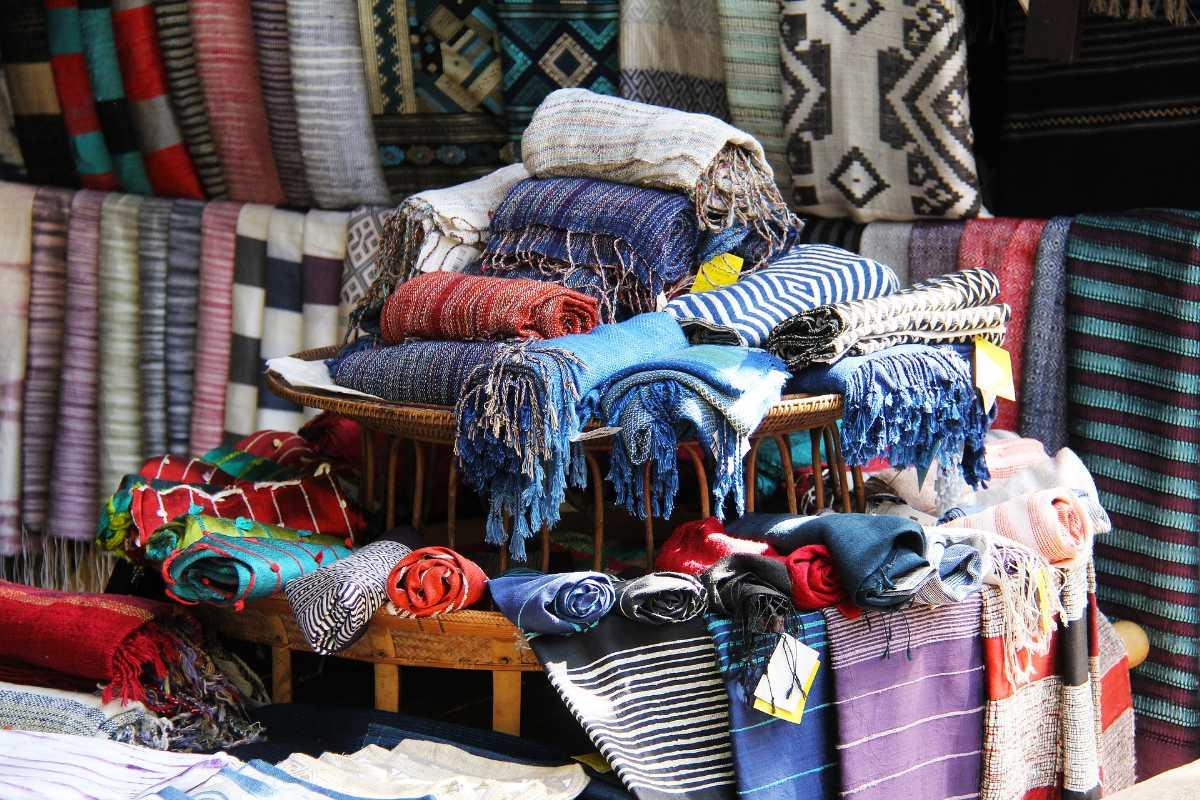 Kashmiri Shawls, Shopping at Srinagar