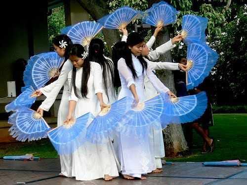 Vietnamese Culture, Fan Dance, Vu Phien