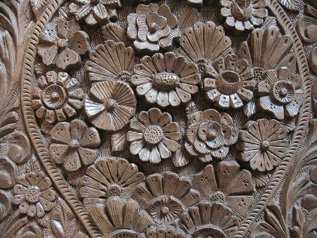 Wooden carving in Kashmir, Shopping at Srinagar