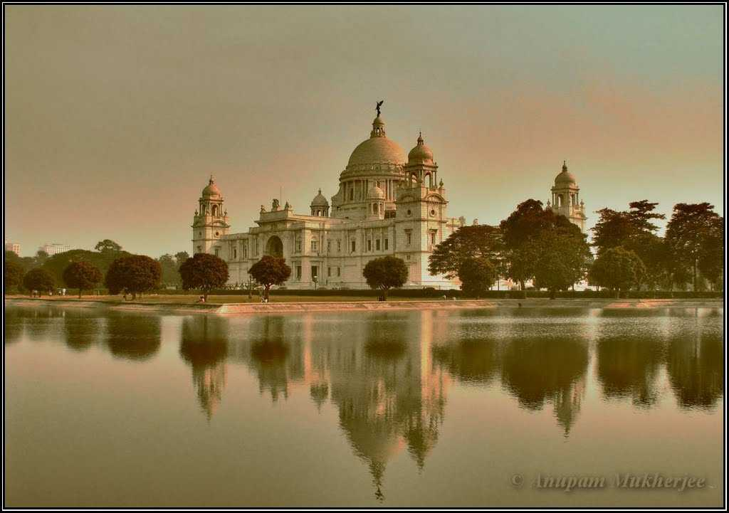 visit to victoria memorial Victoria memorial is the heritage of kolkata amazing architecture a lot of people come to visit this place everyday.