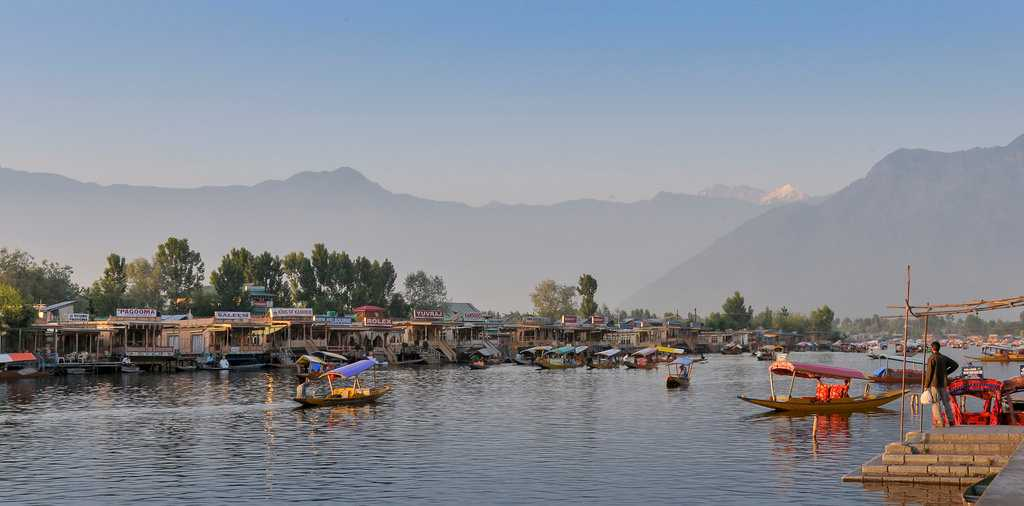 tourist places of jammu and kashmir Thousands of pilgrims visit kashmir valley during amarnath yatra here we are  suggesting some best places in the valley where you will be.