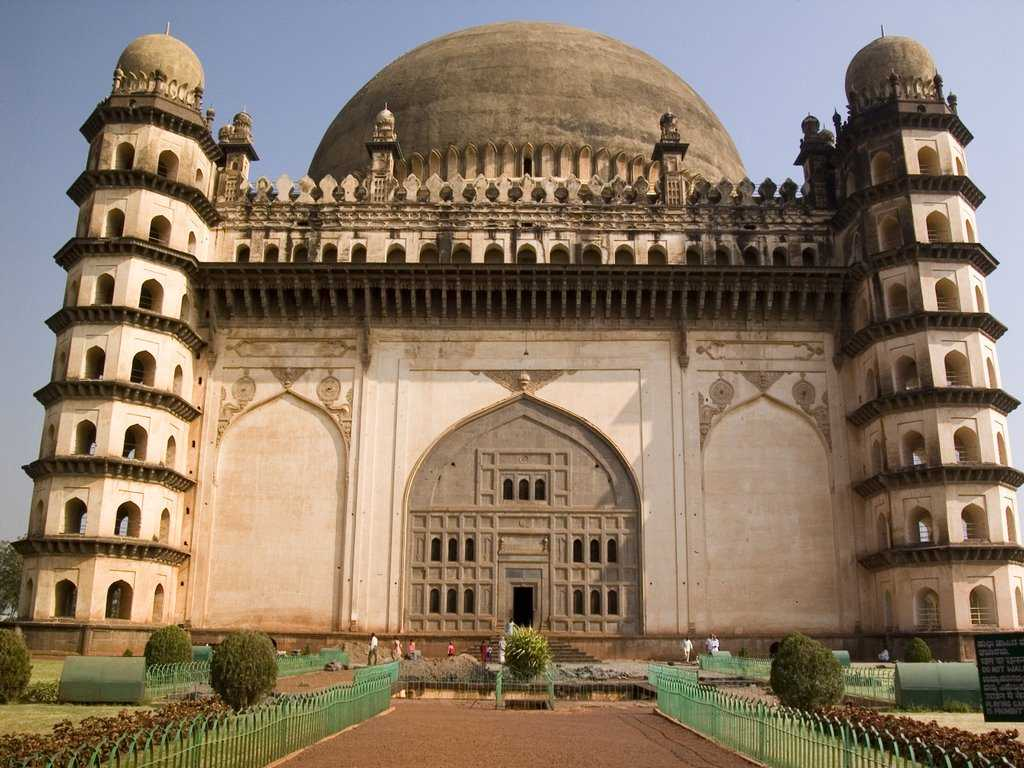 gol gumbaz essay in english