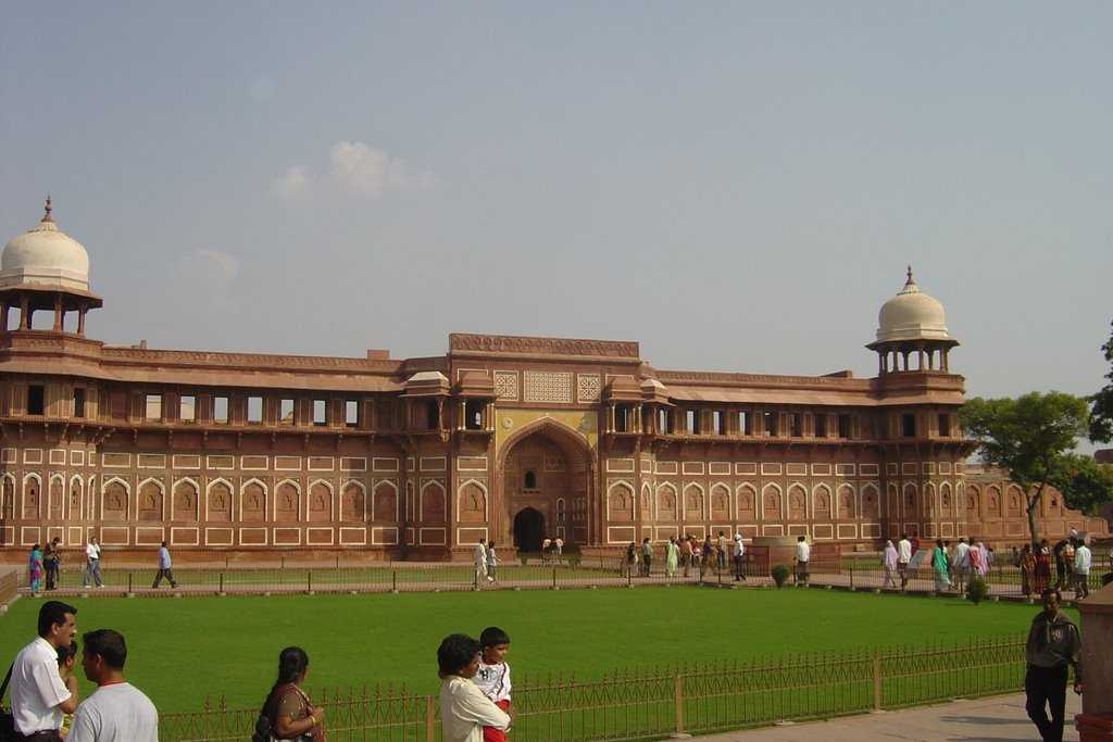 agra tourism Agra city in india is known for the taj mahal travel to agra and enjoy agra tourism.
