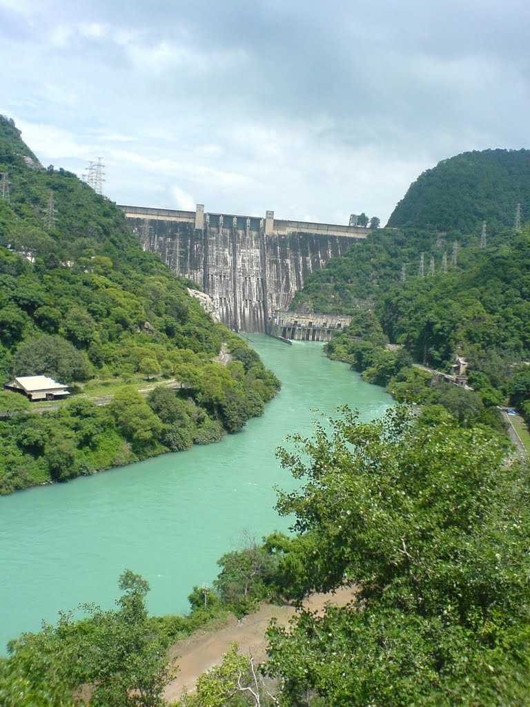 the bhakra nangal dam Bhakra nangal dam is the world's highest straight gravity dam, constructed across the river satluj this dam is located at a distance of about 116 kms from chandigarh.