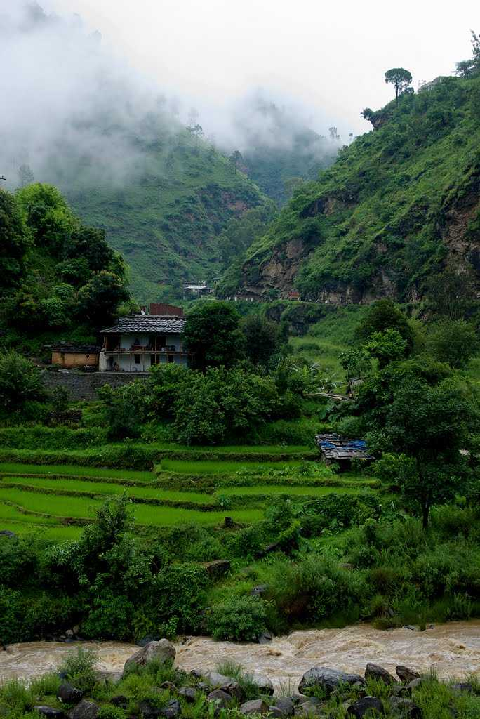 places to visit in june, tirthan valley